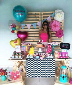 """577 curtidas, 17 comentários - Festeje by Julie (@festejebyjulie) no Instagram: """"A Carmen fez aniversário com um dos temas do momento: festa tropical!!! Ela mesma montou esta mesa…"""" 30th Party, 30th Birthday Parties, 12th Birthday, Grad Parties, Diy Party, 18th Party Ideas, Popsicle Party, Flamingo Party, Tropical Party"""