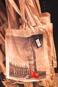 4e06a57fd7c9 Top Frugal London Souvenirs London Souvenirs