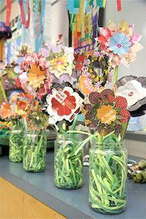 Daisy: Clover (Use resources wisely) Splish Splash Splatter: Recycled Magazine Flowers Spring Art, Spring Crafts, Spring Time, Spring Flower Bouquet, Flower Bouquets, Spring Flowers, Recycled Art Projects, Recycled Crafts, Arts And Crafts