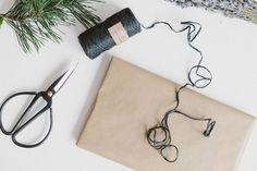 Minimal Gift Wrapping - Uptostyle