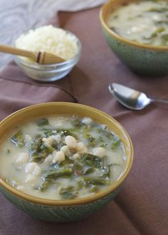 This delicious vegetarian soup from an Italian mama warms your heart and soul. Escarole and White Bean Soup - Letty's Kitchen