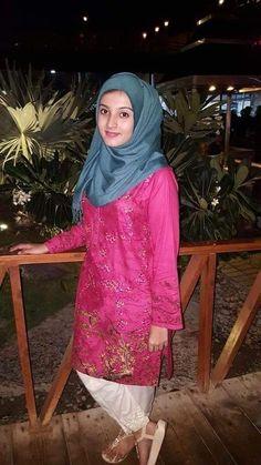 Beautiful Muslim Women, Beautiful Girl Indian, Beautiful Hijab, Arab Fashion, Turkish Fashion, College Girl Photo, Hijab Style Tutorial, Beautiful Girl Makeup, Muslim Beauty