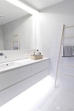 I love the relaxed feel and softness a freestand towel ladder makes to an otherwise cold bathroom space.