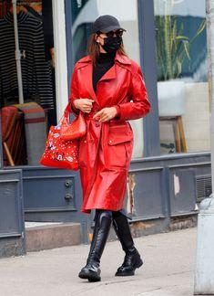 Modell Street-style, Irina Sheyk, Irina Shayk Style, High Class Fashion, Cute Coats, Leather Trench Coat, Models Off Duty, Cool Style, Celebrity Style