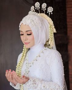 Kebaya Wedding, Muslimah Wedding Dress, Muslim Wedding Dresses, Hijab Bride, Dream Wedding Dresses, Bridal Dresses, Javanese Wedding, Indonesian Wedding, Wedding Hijab Styles