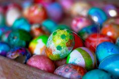 Cool idea for decorating Easter Eggs