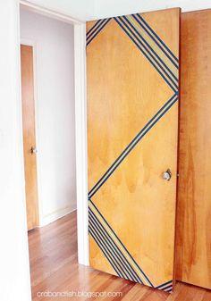 """proyectos de cinta washi  Male døren hvid eller grå, og så med guld striper, og en enkelt sort. """"Guld"""" dørhåndtag. Ide til dør-upgrade"""