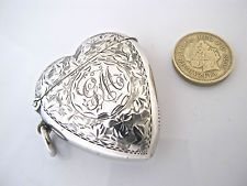 Beautiful Victorian silver heart shaped vesta case, SAMUEL LEVI, Birmingham 1900