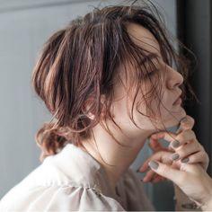 今回の記事では前髪なし【パーマボブ】のスタイリング方法などをご紹介していきます。ボブスタイルっていつも人気な髪型。でも、前髪があるのとないのでは、全然印象って変わりますよね。今回は前髪なしバージョンの【パーマボブ】の魅力を追求します。