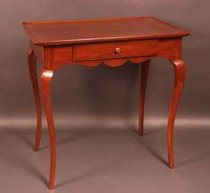 Table cabaret en acajou de Cuba ouvrant par un tiroir. Bordeaux, époque XVIIIe