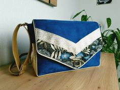 Boutique Etsy, Unique, Messenger Bag, Satchel, Collection, Bags, Gold Leather, Large Bags, Spring Summer