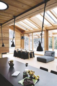 Zeitgenössisches Haus, Chalet au Carroz in Haute-Savoie - Mountain Home Decor Chalet Interior, Interior Design, Modern Interior, Casa Patio, House Siding, Wood Interiors, Wood Ceilings, Wooden House, House In The Woods