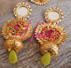 Looking for gota jewellery? Browse of latest bridal photos, lehenga & jewelry designs, decor ideas, etc. Flower Jewellery For Haldi, Flower Jewelry, Gota Patti Jewellery, Rakhi Design, India Jewelry, Gold Jewelry, Jewelry Accessories, Fashion Accessories, Fashion Jewelry