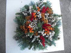 """Dušičková kytice malá """"buchta"""" Fall Decor, Holiday Decor, Funeral Flowers, Garland, Christmas Wreaths, Floral Wreath, Jar, Plants, Ideas"""