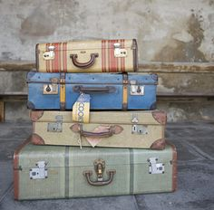 They are just so lovely aren't they. Vintage suitcases