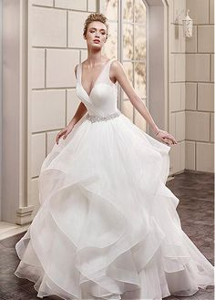 Exquisite  V-Neck Ball Gown Wedding Dress