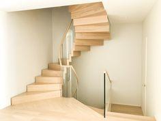 Moderne Faltwerktreppe in gewendelter Form, design by Siller Treppen