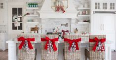 My Home for the Holidays… - Rach Parcell white-marble-kitchen-christmas-time<br> Sweater: J. Elegant Christmas, Noel Christmas, All Things Christmas, Christmas Crafts, Christmas 2019, Christmas Poster, Christmas Vacation, Christmas Shopping, Beautiful Christmas