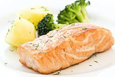 Salmon with broccoli. Grilled Salmon with Broccoli and potato , Citrus Recipes, Salmon Recipes, Diet Recipes, Healthy Recipes, Eat Healthy, Roasted Salmon, Grilled Salmon, Lemon Pepper Salmon, Broccoli And Potatoes