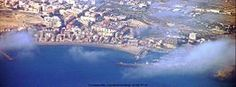 Campello  es un municipio costero de la Comunidad Valenciana (España) perteneciente a la provincia de Alicante y situado 13 kilómetros  al noreste de la ciudad de Alicante. Forma parte de la aglomeración de Alicante y está incluido en la comarca histórica de la Huerta de Alicante. En su litoral, son también muy conocidas la playa de la Calle del Mar, situada en el paseo marítimo (en el casco urbano), las calas de los Baños de la Reina, en la Isleta, y las calas de la Coveta Fumá –núcleo de…