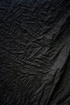 Tissu froissé noir texture frippe