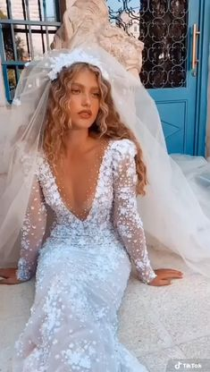 Fancy Wedding Dresses, Evening Dresses For Weddings, Bridal Dresses, Groom Wedding Pictures, Gowns Of Elegance, Wedding Looks, Bride Hairstyles, Ball Dresses, Clothes