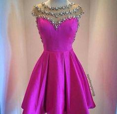 Vestido com saia evasê roxo para festa de 15 anos