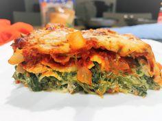 """Lekker licht comfort food. Geen zware lasagne die uren op je maag ligt, wel een licht verteerbare versie met """"minder volle"""" producten en vooral focus op het voedzame: proteïnen en een behoorlijke portie groenten. Probeer gerust ook eens de """"royale"""" versie van dit recept door het toevoegen van een laagje gerookte zalm. Een gegarandeerde smaakbom. Dit gerecht is niet op 5 minuten klaar, wel op 50 minuten. Veel kookplezier, en vooral, geniet ervan. Pasta, Spanakopita, Ethnic Recipes, Food, Seeds, Lasagne, Noodles, Meals, Pasta Recipes"""