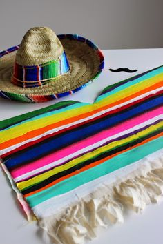 love and lion: DIY COSTUME FOR LITTLES: MEXICAN SERAPE