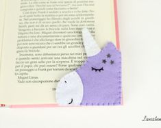 Bookmark unicorn lilac with white glitter horn felt corner Diy Bookmarks, Corner Bookmarks, Felt Bookmark, Bookmark Ideas, Unicorn Photos, Felt Christmas Decorations, Unicorn Gifts, Felt Diy, Sister Gifts