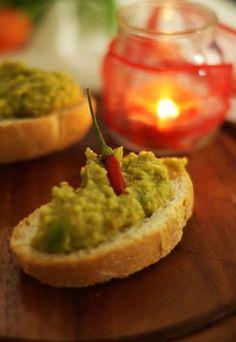 Crostoni avocado e peperoncino