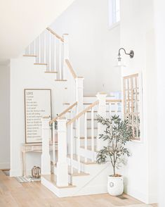 Discovered by - 𝐰𝐚𝐭𝐭𝐩𝐚𝐝 𝐠𝐢𝐫𝐥 ♡. Find images and videos about inspiration, house and interior on We Heart It - the app to get lost in what you love. Foyer Staircase, White Staircase, Staircase Design, White Cottage, Stairways, Home Renovation, Custom Homes, Decor Styles, Future House