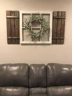 DIY window pane and shutters home farmhouse decor!, pane ideas wall decor DIY window pane and shutters home farmhouse decor! Window Frame Decor, Shutter Decor, Window Pane Crafts, Vintage Window Decor, Rustic Window Frame, Old Window Frames, Decorating With Window Panes, Window Pane Picture Frame, Vintage Doors