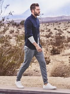 """Like this whole outfit, casual but super cool, like teaming """"trackies with shirt"""" idea . Next Spring/Summer 2016"""