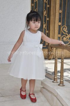 Flower Girl Dress @ www.princesshairbow.com
