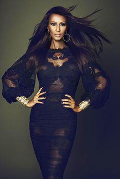 Photographer: Max Abadian for El País S Moda -- Model: Iman Abdulmajid (wearing… Top Models, Black Models, Female Models, Women Models, Beautiful Black Women, Beautiful People, Iman Bowie, Gisele Bündchen, Klum