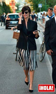 Paz Vega es todo savoir faire estos días en el Festival de Venecia. La actriz se cortaba el pelo en enero, y ha dado un cambio radical a su estilo, con prendas minimalistas en black & white.