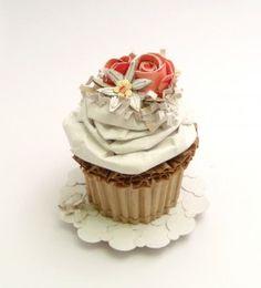 "artist/artista: Patianne Stevenson ""Coconut cupcake with fondant roses and daisy"""