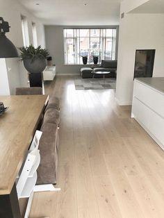 Woonkamer vloer inspiratie! #vloer #woonkamer #inspiratie Best Laminate, Laminate Flooring, Hardwood Floors, Living Room Inspiration, Metallic Paint, Home Interior, Tile Floor, Kitchen Design, Sweet Home