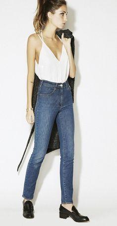 Jeans cintura alta: alongador instâneo de pernas + top sequinho.