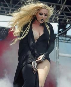Epic Firetruck's Maria Brink & In This Moment ~ Chica Heavy Metal, Heavy Metal Girl, Maria Brink, Ladies Of Metal, Women Of Rock, Pop Rock, Female Singers, Up Girl, Powerful Women