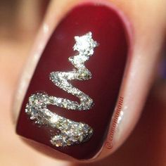 Here is a tutorial for an interesting Christmas nail art Silver glitter on a white background – a very elegant idea to welcome Christmas with style Decoration in a light garland for your Christmas nails Materials and tools needed: base… Continue Reading → Dark Nails, Red Nails, Red Manicure, Polish Nails, Holiday Nails, Christmas Nails, Christmas Trees, Christmas 2017, Simple Christmas