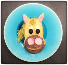 Pony express 🐴 #funnyfood #foodart #creativefood #kidsfood #fruitart #kidsmeal #instafood #repasenfant #foodideas #cutefood #funfood  #breakfast #feedfeed #ランチ #steak #carne #jambon #jam #jamon #pasta #pesto #horse #cheval #caballo