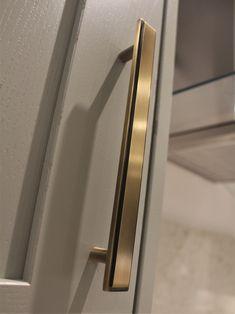 _ Pull Handle _ 170mm _ Light Antique Brass Image credit | @beespokekitchens Door Furniture, Entrance Doors, Cupboard, Antique Brass, Door Handles, Chelsea, Antiques, Image, Home Decor