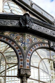 Pabellón Estufa o palacio de cristal. Neoclassical Architecture, Art And Architecture, Architecture Details, Bilbao, Victorian Greenhouses, Valence, London History, Art Nouveau, Spain Travel
