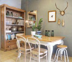 Rincón comedor pared gris. Studio Alis-Barcelona