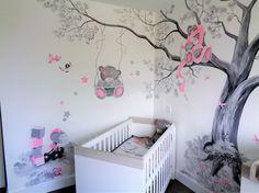 Beertjes muurschildering van een grote boom met 3 me to you beertjes voor de babykamer