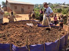 Building #keyhole garden beds in #Rwanda.