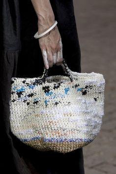 Daniela Gregis at Milan Fashion Week Spring 2019 - Details Runway Photos Crochet Beach Bags, Crochet Bags, Bead Crochet, Knitted Bags, Diy Crochet, Crochet Handbags, Crochet Purses, Knitting Accessories, Women's Accessories