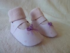 HAND MADE NEW BORN BABY GIRL GIFT BOOTIES & SOCKS GIFT SET -